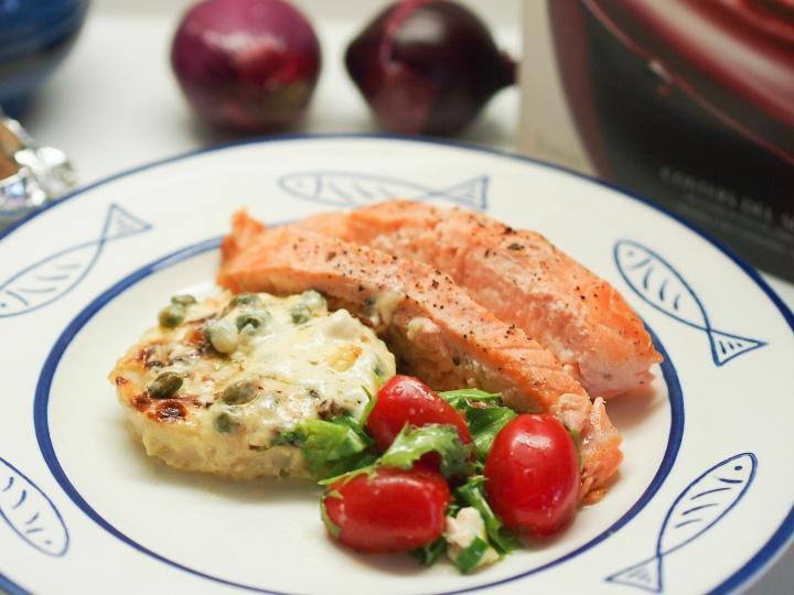 Uunilohta ja -perunaa sekä fenkolia kerma- kapriskastikkeessa