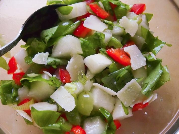 Salaatti Piel deSapo-melonista