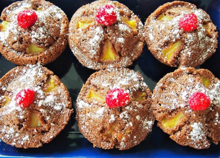 Gluteenittomat suklaa-ananasmuffinsit