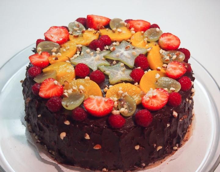 Gluteenittomat täytekakut: sokerikakku jasuklaakakku